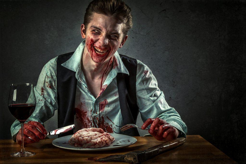 Blutiger Zombie mit Gehirn
