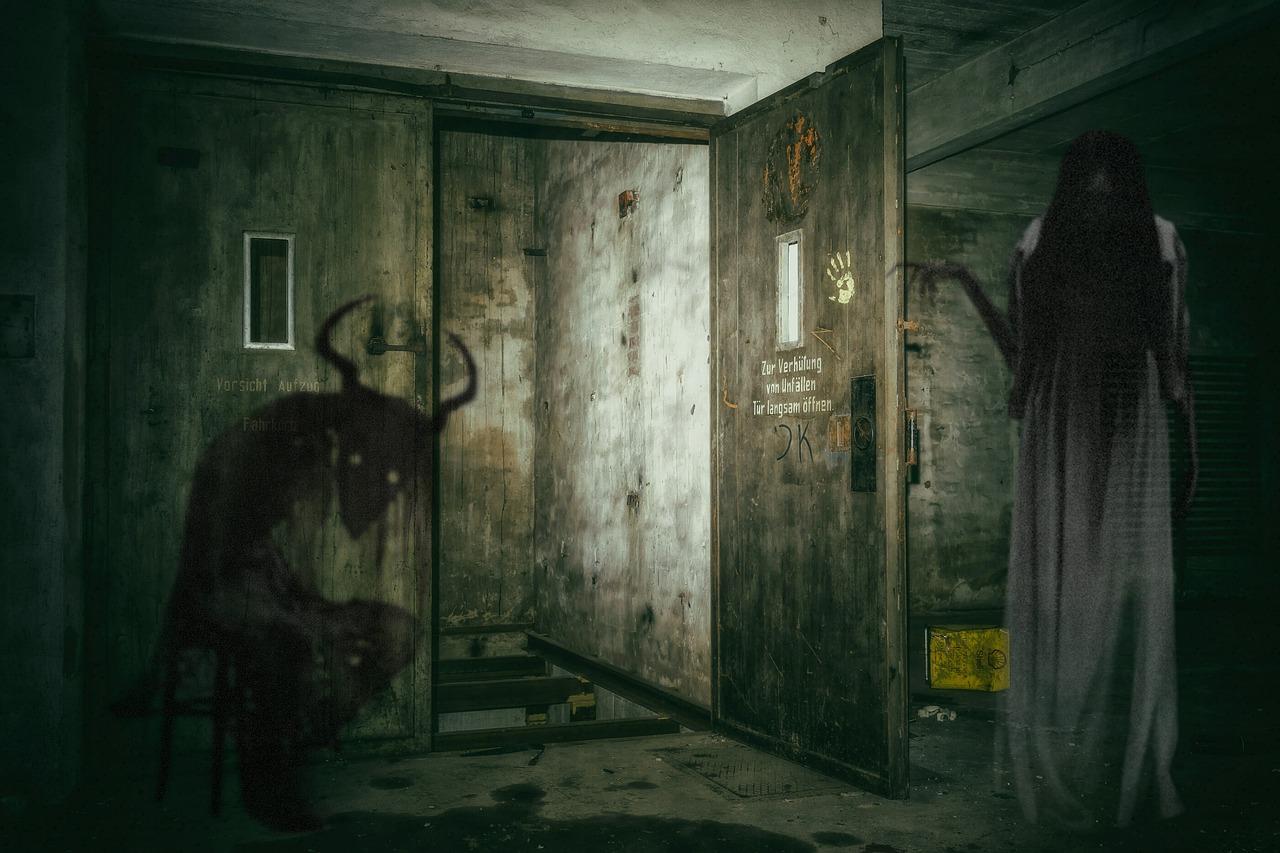 creepy-2807551_1280